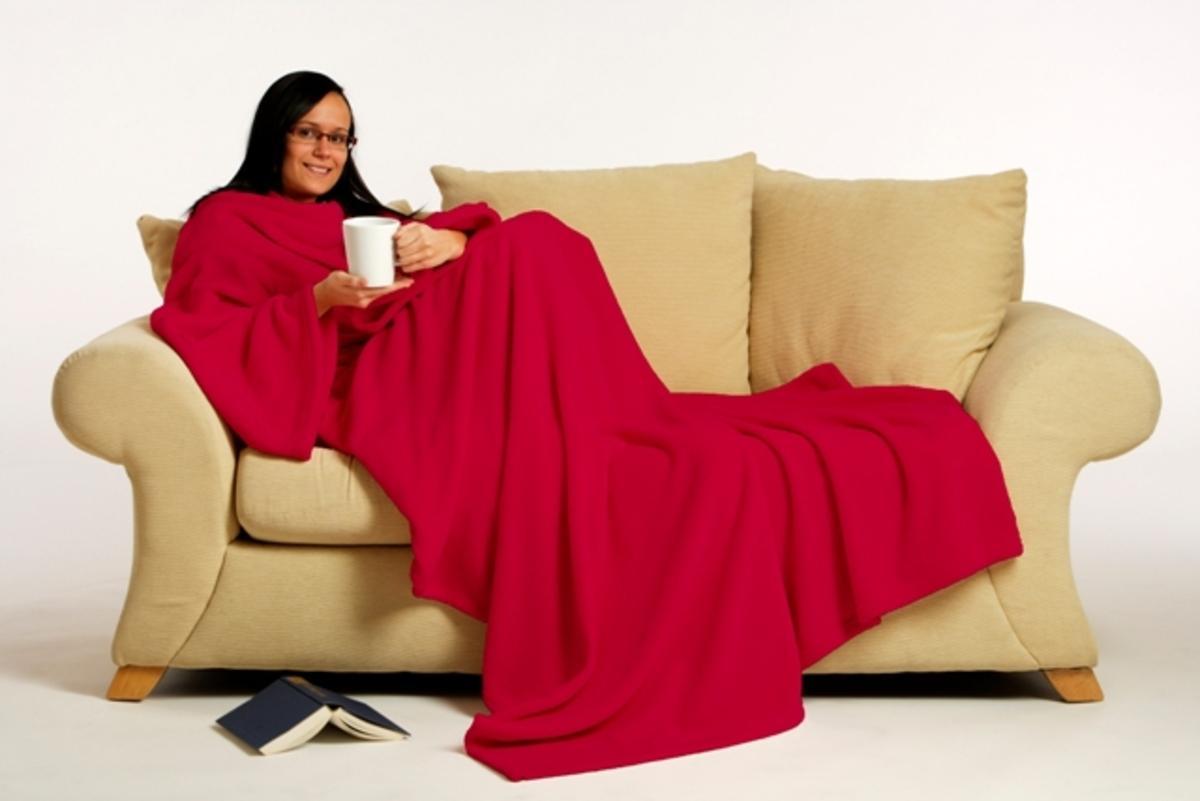 Под одеялом в уютном доме